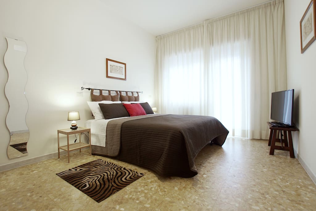 The room with balcony : 1 double bed and 1 single bed