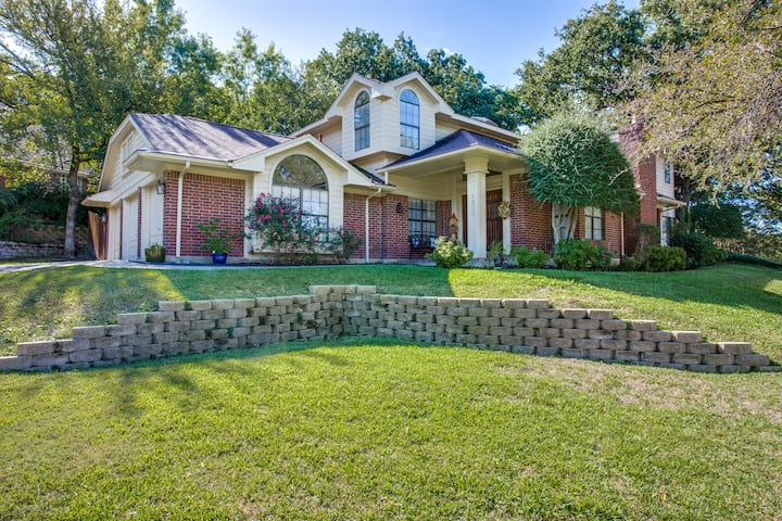 Arlington Manor -  5BR/3BA with Hot Tub & Fire Pit
