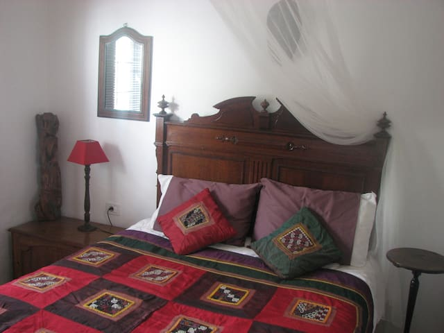 Comfortable, homely single in B&B - Tías - Aamiaismajoitus