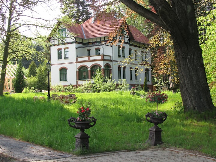 Leben um 1900 in historischer Villa