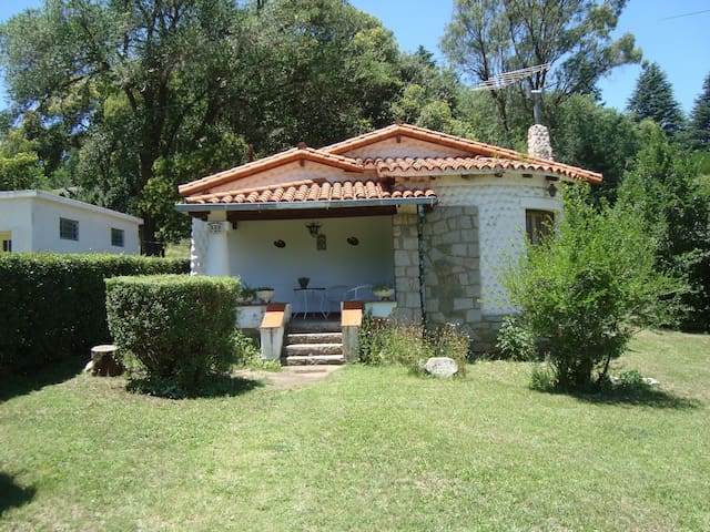Chalet con amplio parque arbolado - Villa Giardino - Bungalo
