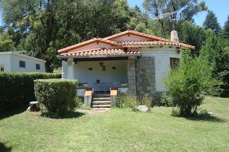 Chalet con amplio parque arbolado - Villa Giardino - Шале