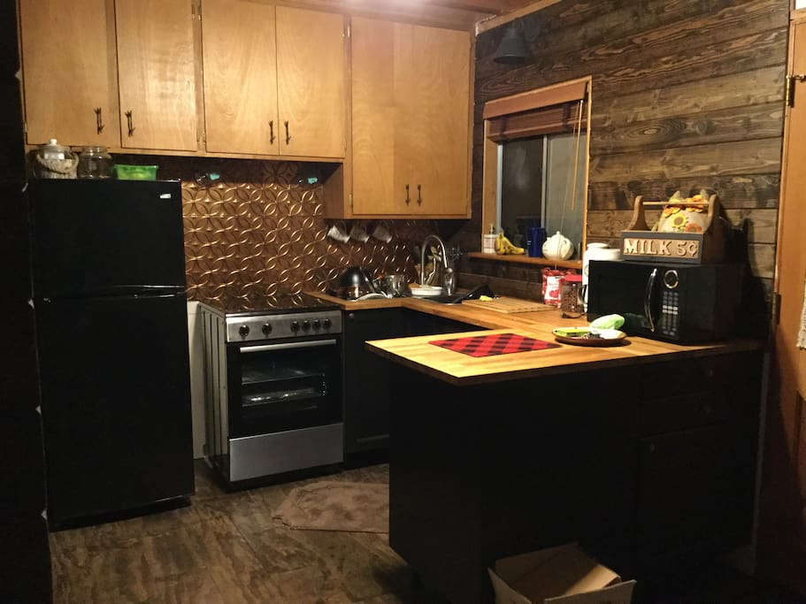 Cozy cabin kitchen has all you need. Feel free to use what you find in the fridge or freezer.