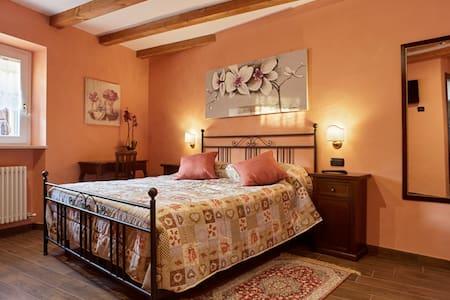 CAMERA SALVIA IN B&B CASTEL MONTORIO - Verona - Bed & Breakfast