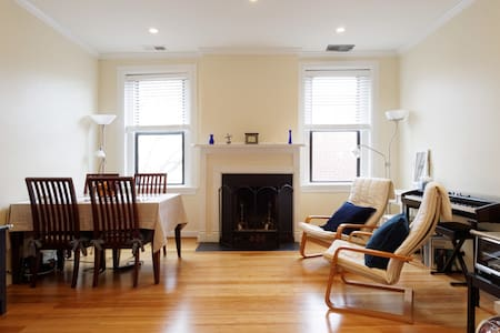 ♡ Cozy + Clean + Location ♡ 2 Beds + Free Parking - Washington