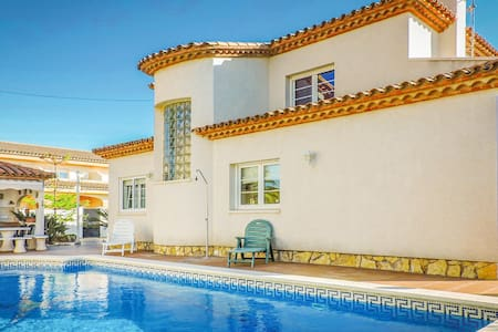 Holiday cottage with 4 bedrooms on 140m² in Miami Playa
