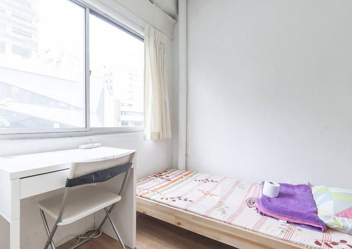 prewar Breezy window room > Lavender MRT