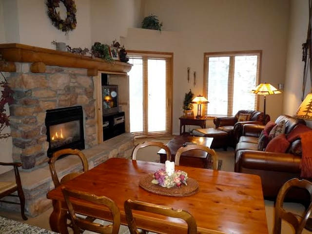 3 Bedroom, 2 bath, 2 Story Townhome - Mammoth Lakes - Cabin