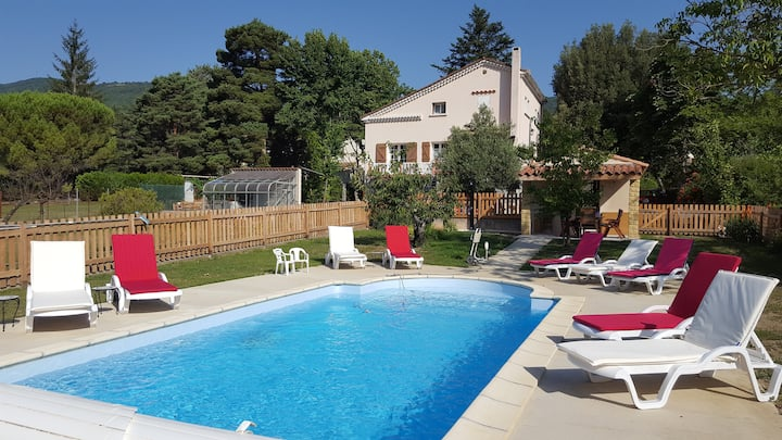 No35 - 3 bed house with pool, garden & views