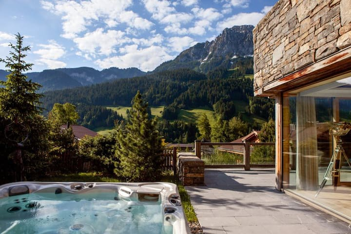 Super Luxury Serviced Apartment next to Gstaad