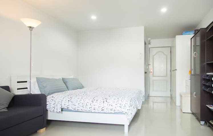 32 SQM QuietAPT near BTS Free Wifi - Bangkok - Apartament
