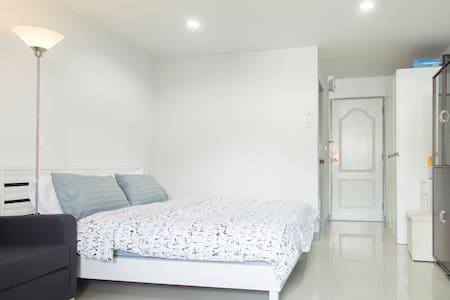 32 SQM QuietAPT near BTS Free Wifi - Bangkok