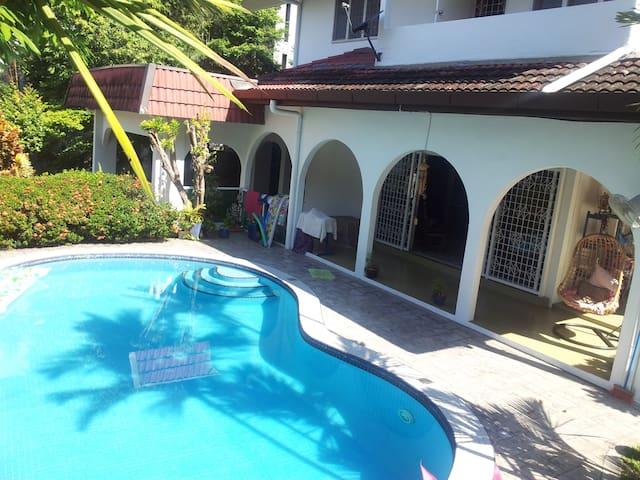 Rooms in a nice villa - 2 rooms 6 pers. - Kuala Lumpur - Hus
