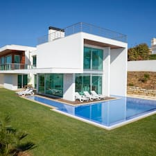 Palmares Villa is the host.