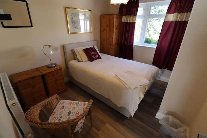 Room 2, Ensuite, Serviced & Free Parking