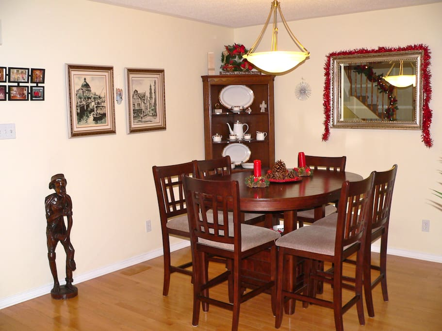 Elegant dining room seats 6