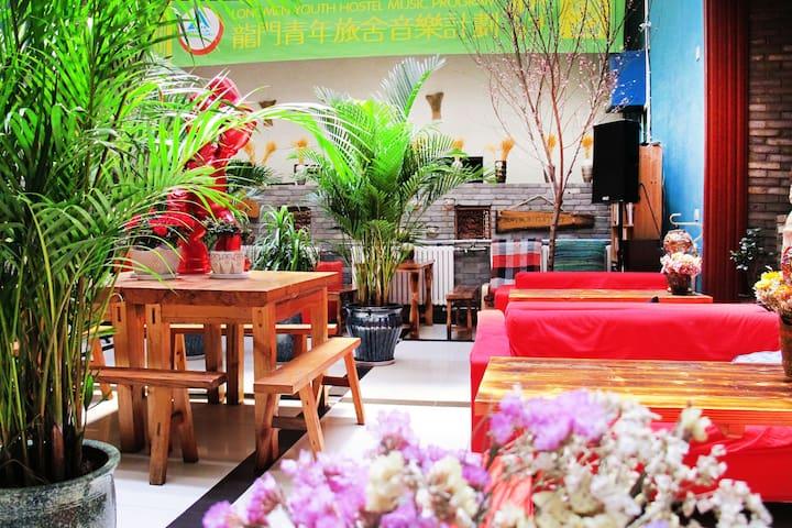 公共空间手工体验,民谣演出,10分钟到达龙门石窟,高铁站,静谧享受大床房 - Luoyang Shi - House
