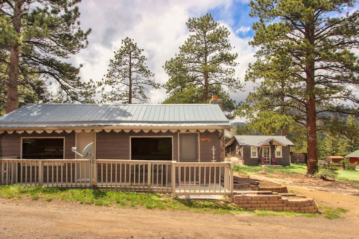 Little Bear Cottages in Estes Park