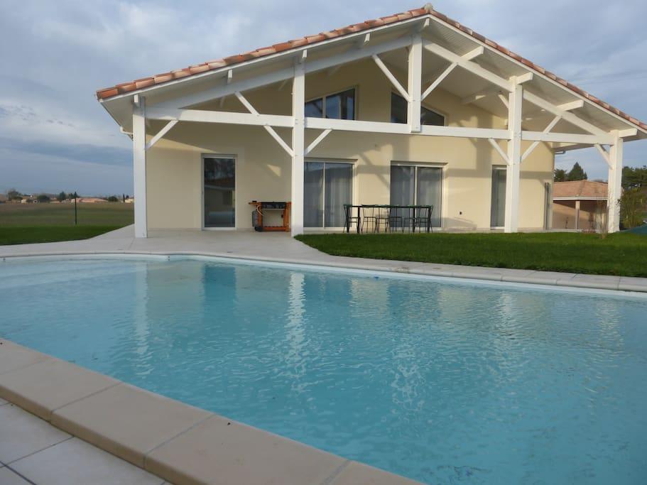 Maison neuve avec piscine villas louer laroque for Maison neuve aquitaine