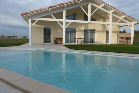 Maison neuve avec piscine - Laroque-Timbaut - Casa de camp
