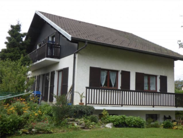 Entire house with garden near Divonne-les-bains