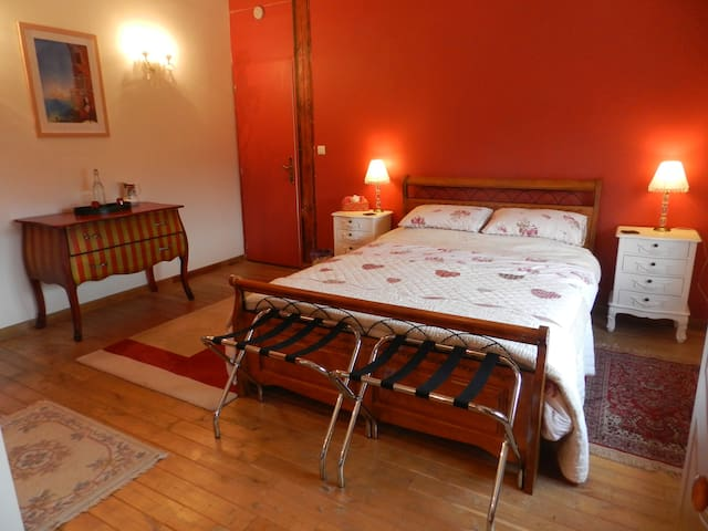Le Grand Chemin B&B - Burgundy Room - Montcaret - Bed & Breakfast