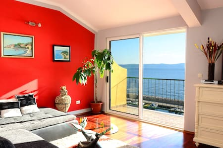 Apartment first row to the sea 4+2