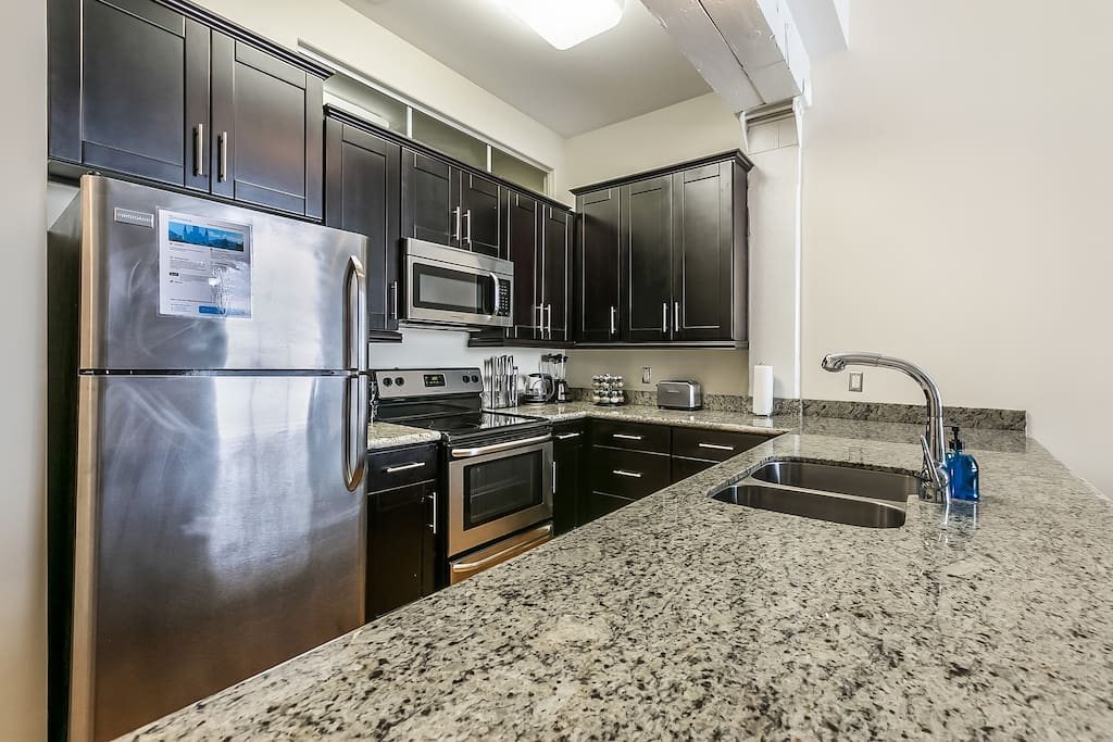 Absolutely loved this apartment. The size was perfect for my husband and I. It was very close to the French Quarters, about 5 minute walk and walking distance from everything else. -Lilia