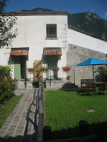 Three Villas on the lake - crone di Idro - Villa