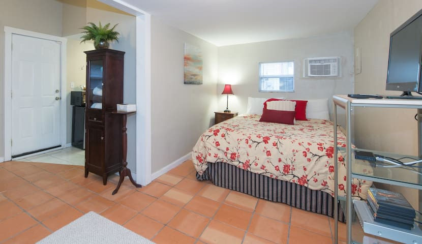 Private 1/1  Studio Cottage - Orlando - Chambre d'hôtes