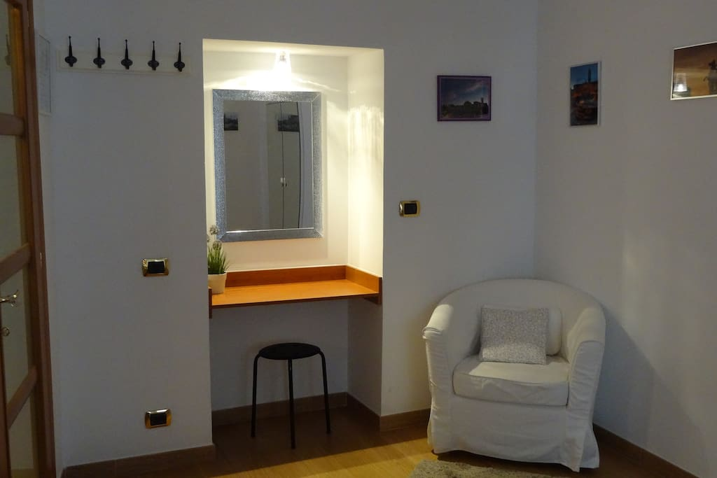 Dettaglio della seconda stanza matrimoniale - 2nd double bedroom detail