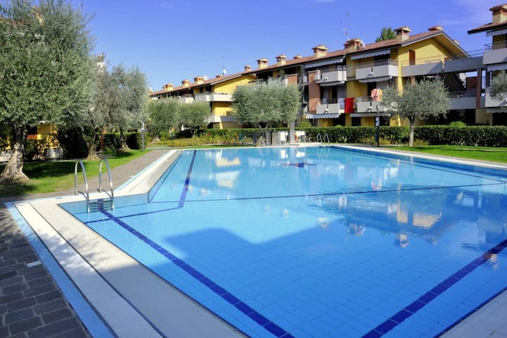 In Lugana di Sirmione, with beautiful swimming pool, central yet quiet
