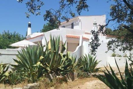 Casa da Arvore Torta (Twisted Tree) - Santa Bárbara de Nexe - Villa