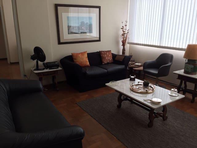 1 ou 2 quartos em apartamento bem localizado!