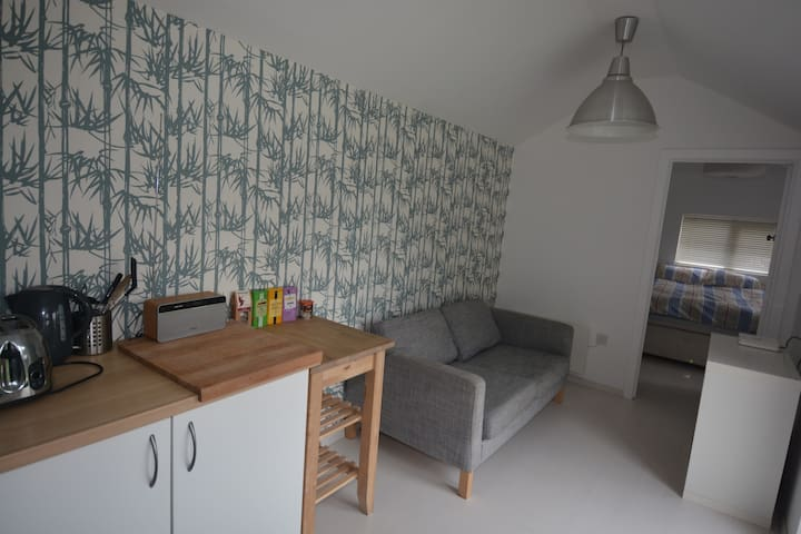 Self-contained 1 bedroom annexe in garden location