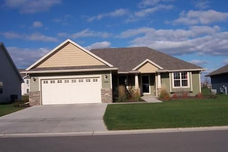 4BR House Near Green Bay Great for Packer Games