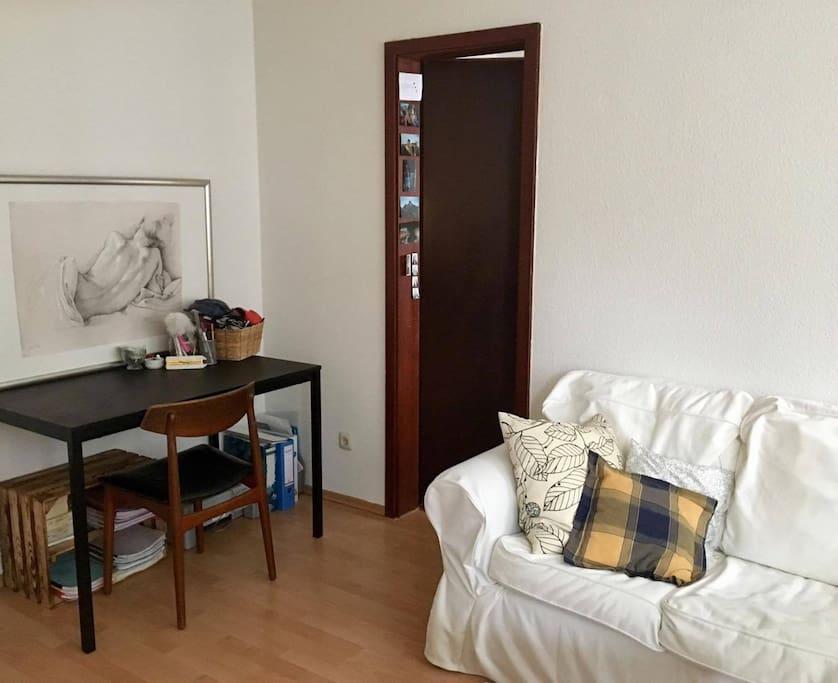 Schreibtisch+Couchbereich