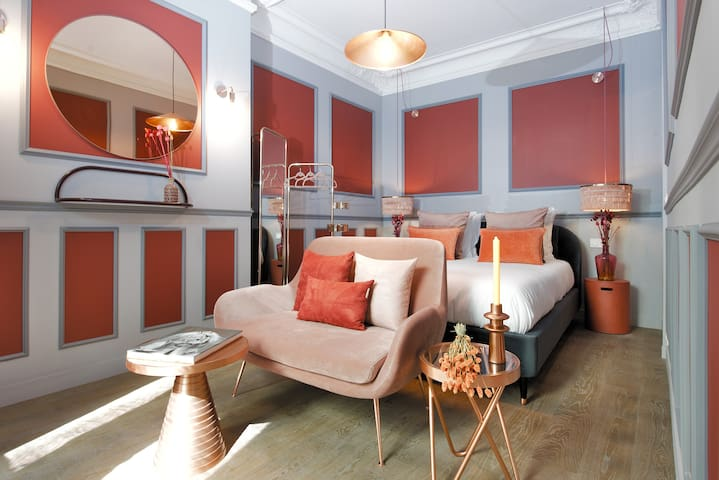LUXURY SUITE in the GOLDEN TRIANGLE / EIFFEL TOWER