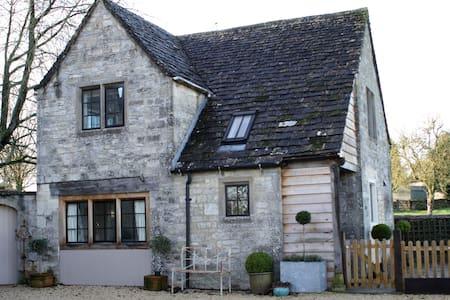 The Cot - Beverston - Rumah