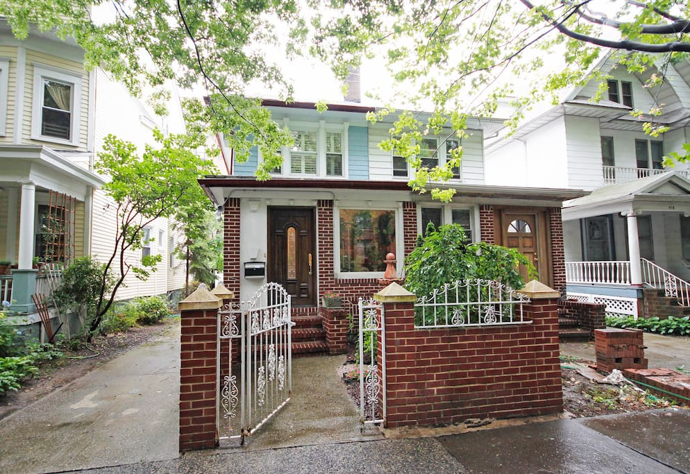 Artist 39 S Ditmas Pk 5 Bedroom House Houses For Rent In Brooklyn New York United States