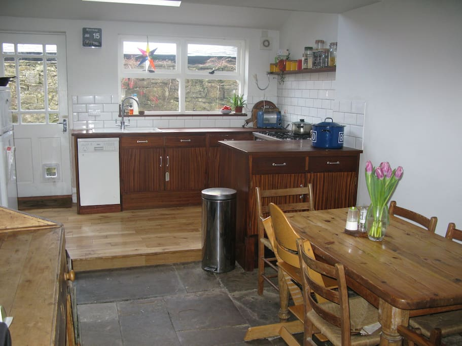 Open plan kitchen/diner, beamed ceiling, range cooker, dresser and dish washer