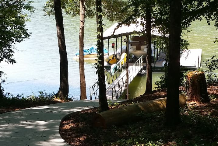 Lake House, Private Dock, 15 min to Clemson, WIFI