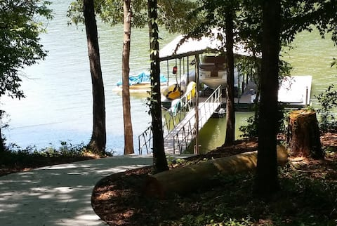 😎Lake Front Retreat 15 min to Clemson  Kayaks