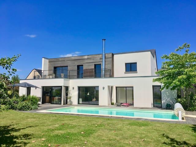 Maison avec piscine, proximité sites touristiques