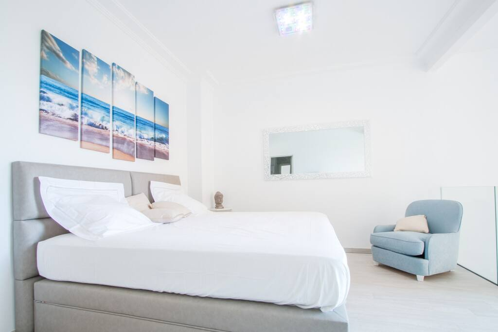Master Room - King Size Bed - Sea View and Garden