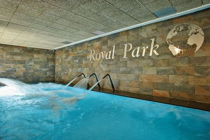 ROYAL PARK SPA 3 BEDROOM*2KM  BEACHE