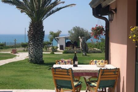 Idyllische bungalow direct aan zee - Pozzallo