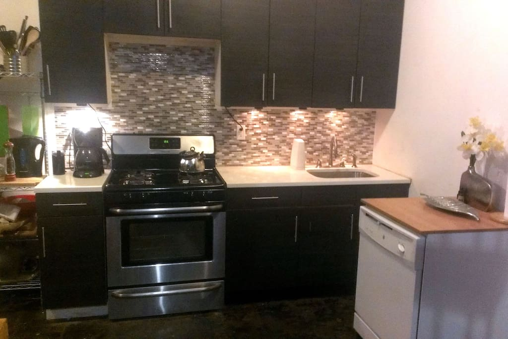 Kitchen w/ dishwasher, microwave, toaster oven, coffee maker