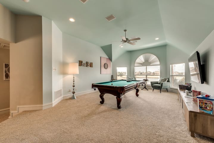 Luxury 5 BD W/ Game Room & Theater on Golf Course