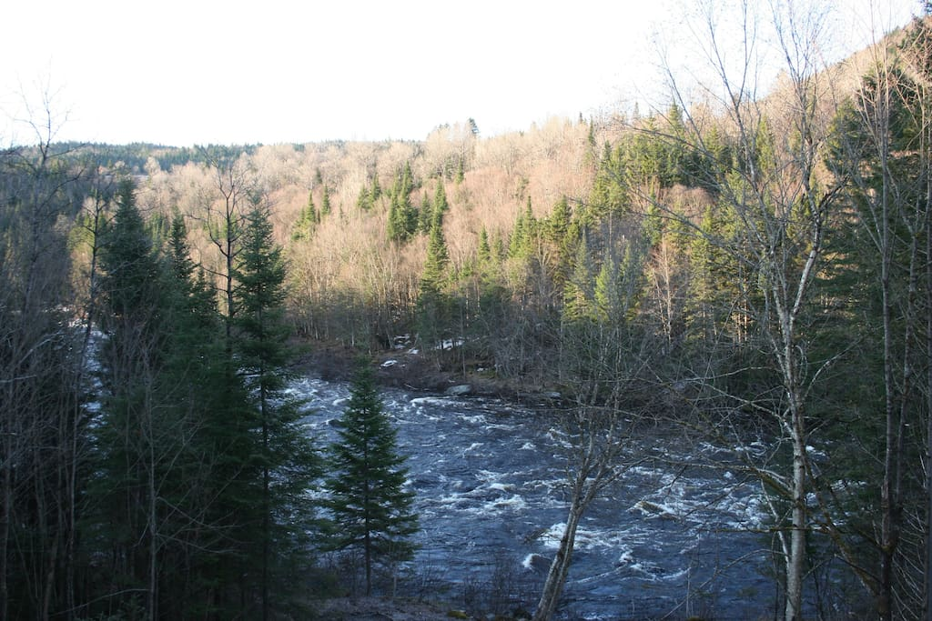 Wake-up by the majestic Jacques-Cartier river. Will it be hiking? Kayaking? or just staying-in?